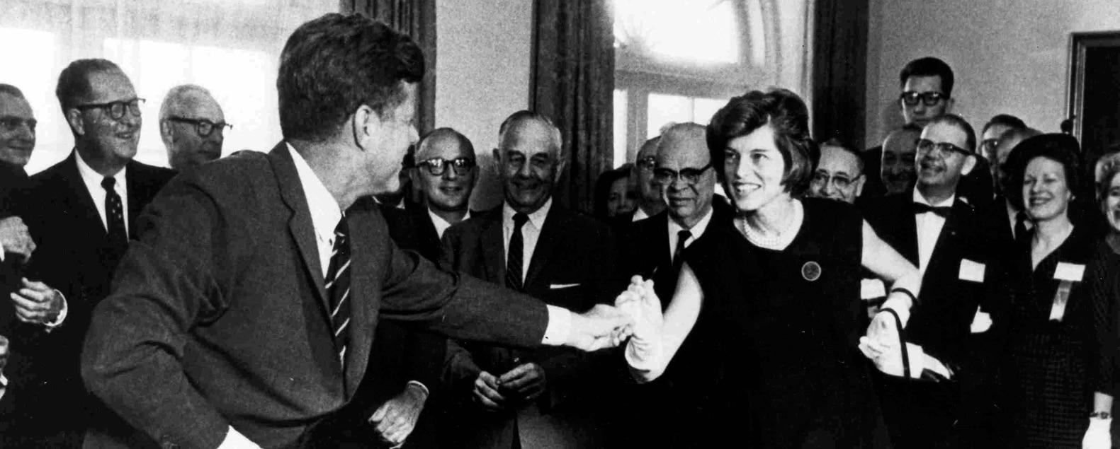 JFK-EKS